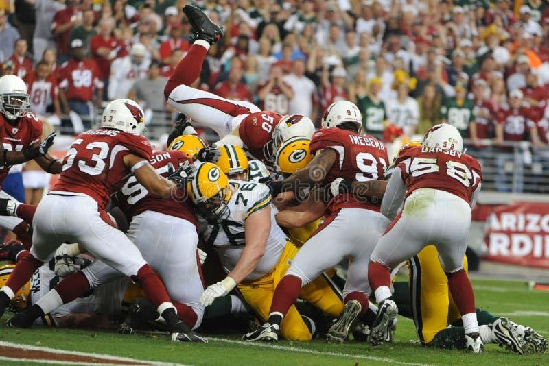 Aaron Rodgers ploegt zijn manier aan een touchdown bij NFL van vandaag Wildca royalty-vrije stock foto's