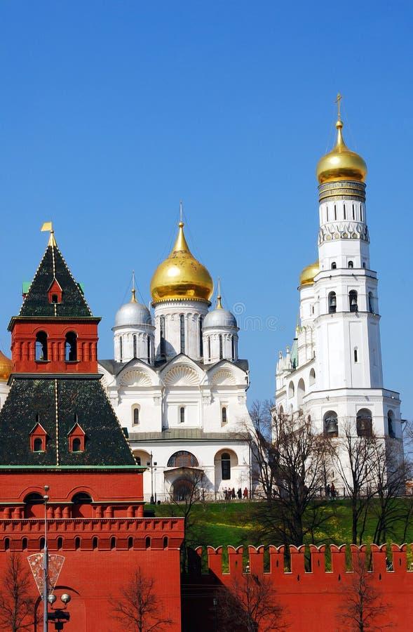 Aartsengelskerk en Ivan de Grote Klokketoren stock afbeeldingen
