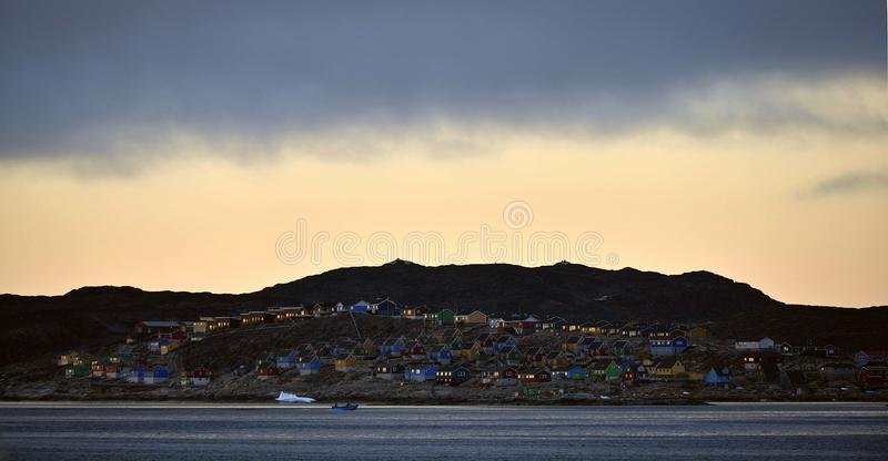 Aasiaat στο λυκόφως βραδιού Κόλπος Disco Δυτική Γροιλανδία στοκ εικόνα με δικαίωμα ελεύθερης χρήσης