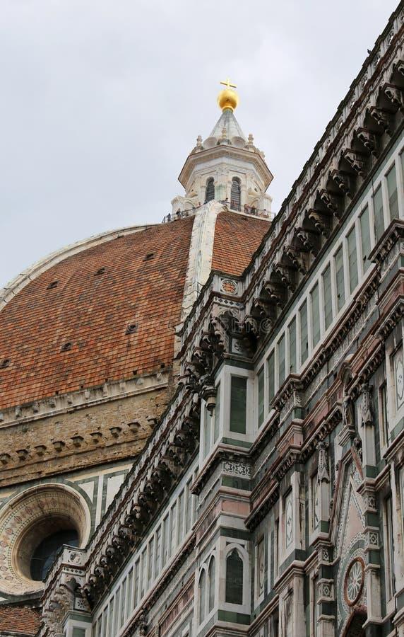 abóbada da catedral projetada pelo arquiteto Brunelleschi e fotos de stock