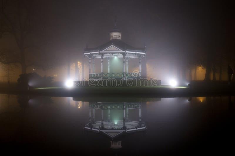 Abóbada da música na névoa imagens de stock royalty free
