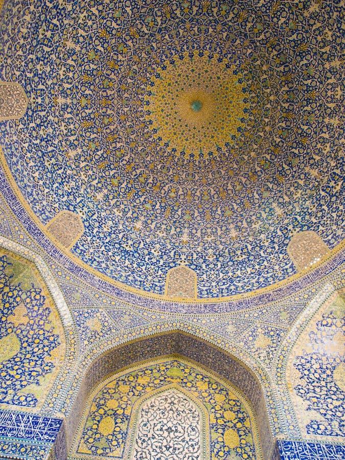 Abóbada da mesquita, ornamento orientais da mesquita do xá em Isfah fotos de stock