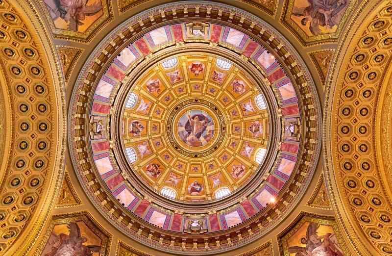 Abóbada de Saint Stephen Basilica em Budapest fotos de stock