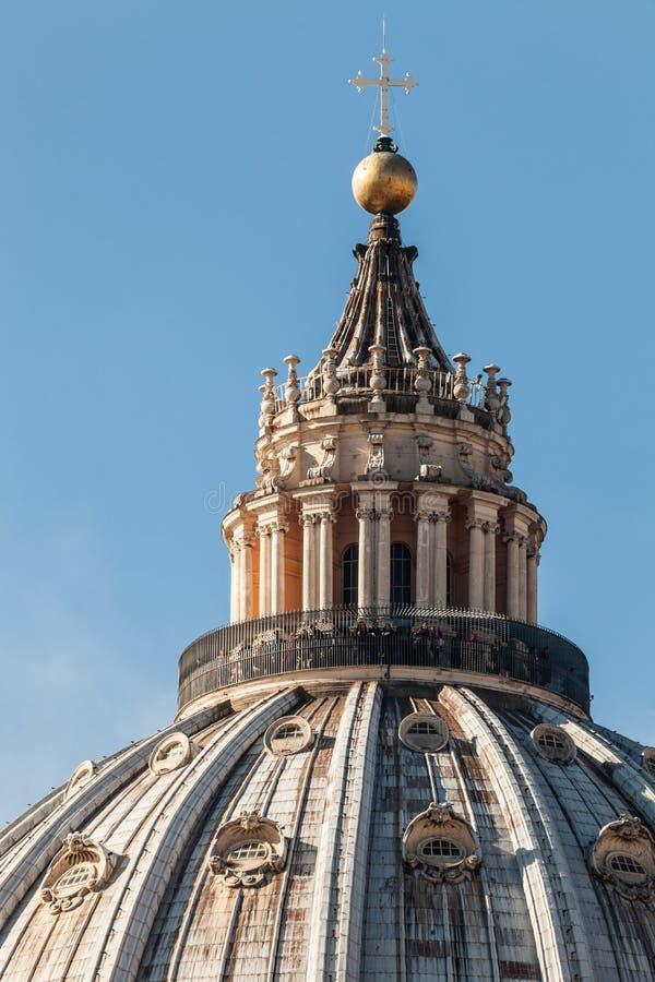 A abóbada de St Peter em Roma Italy detalhes foto de stock