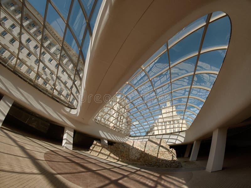 Abóbada de vidro moderna de Largo It Seen Through A de Sófia, Bulgária fotos de stock