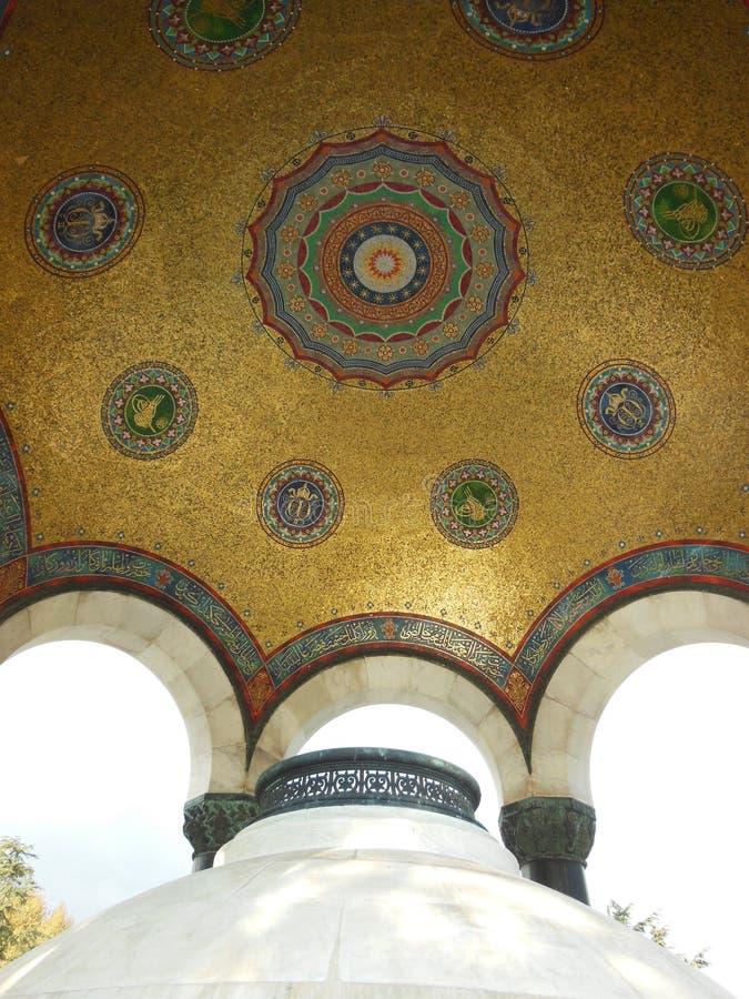 Abóbada decorada com os mosaicos na fonte alemão doada por Kaiser Wilhelm Ii, Istambul fotografia de stock