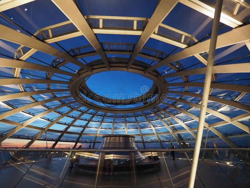 Abóbada do parlamento de Bundestag em Berlim imagens de stock