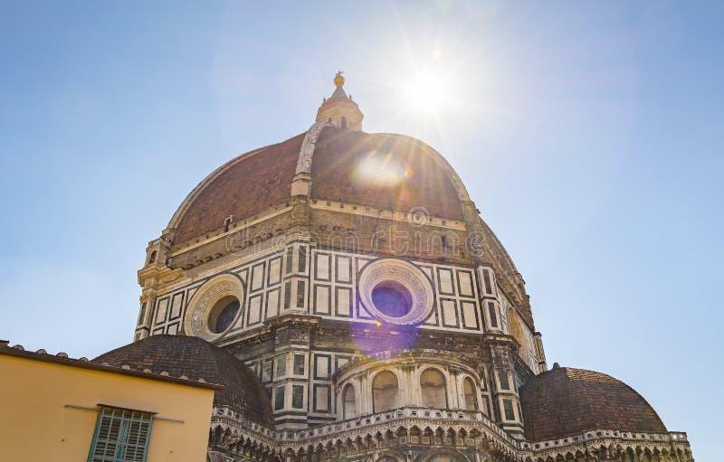 A abóbada famosa do ` s de Brunelleschi da catedral em Florença fotografia de stock royalty free