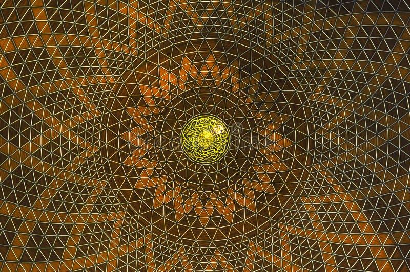 Abóbada interna da mesquita a de Sultan Salahuddin Abdul Aziz Shah K um xá Alam Mosque fotografia de stock