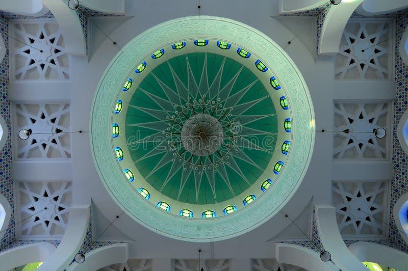 Abóbada principal interna de Sultan Ahmad Shah 1 mesquita em Kuantan fotos de stock