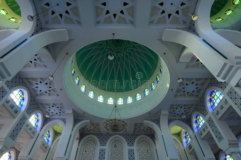 Abóbada principal interna de Sultan Ahmad Shah 1 mesquita em Kuantan imagem de stock royalty free