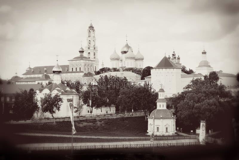 Abóbadas da igreja na trindade Sergius Lavra, Sergiev Posad, Rússia foto de stock royalty free