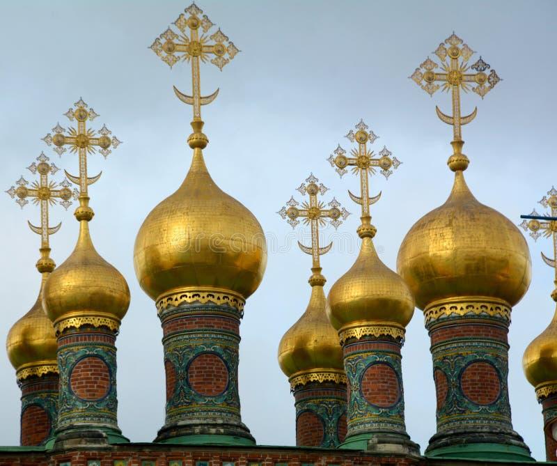 Abóbadas da igreja no Kremlin imagens de stock