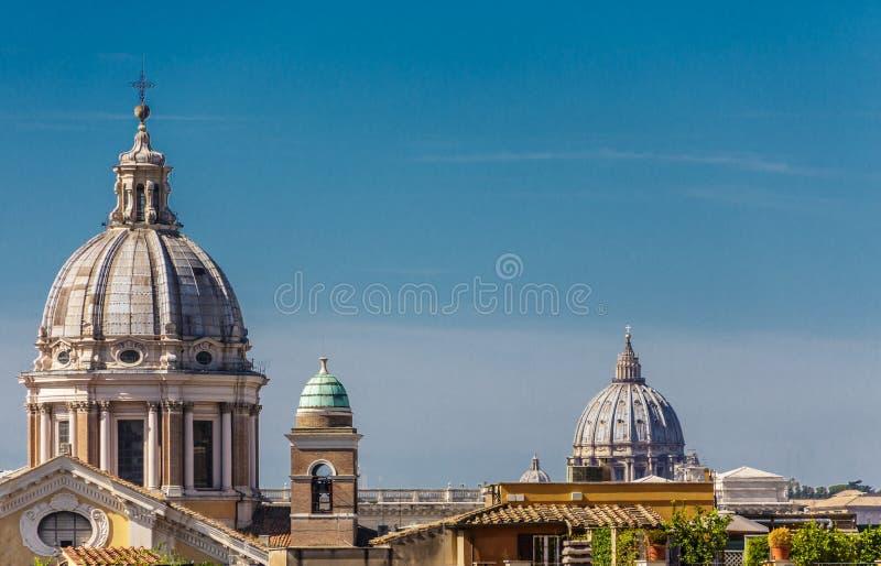 Abóbadas da igreja sobre Roman Roofs imagem de stock royalty free
