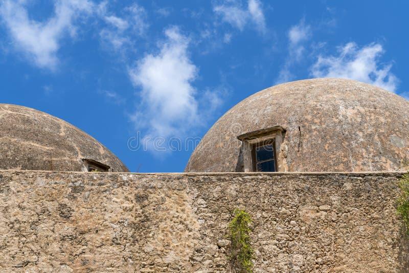 Abóbadas de um castelo grego velho foto de stock royalty free