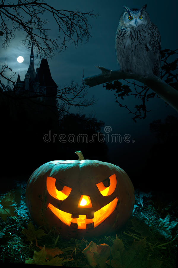 Abóbora assustador em Halloween nigh fotografia de stock