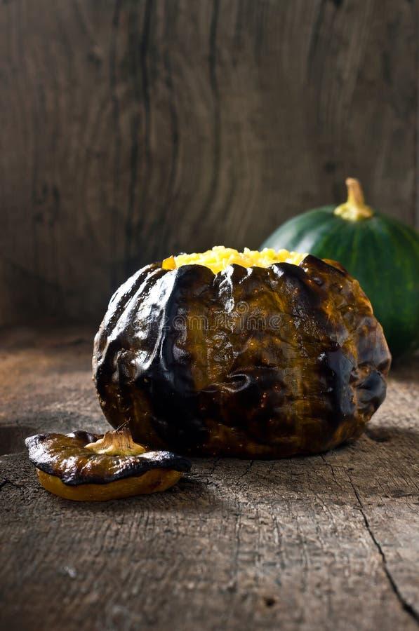 Abóbora cozida com carne e queijo foto de stock