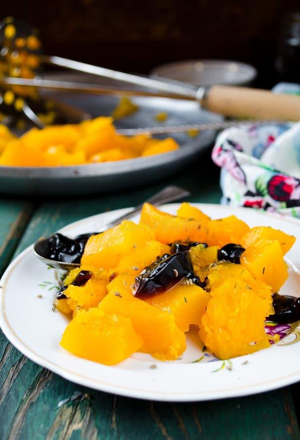 Abóbora cozida com especiarias e doce blackcurrent fotografia de stock