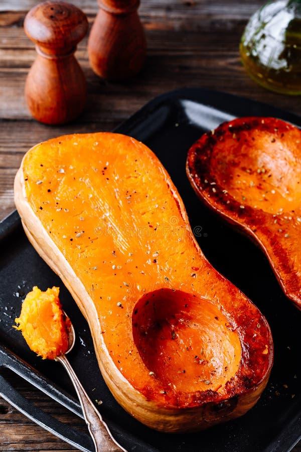 Abóbora cozida da polpa de butternut, ingrediente para uma sopa morna da queda imagens de stock