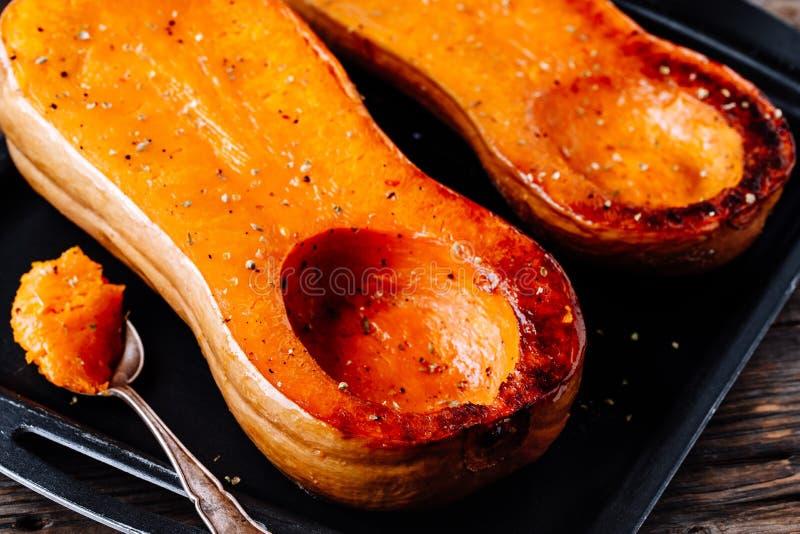 Abóbora cozida da polpa de butternut, ingrediente para uma sopa morna da queda imagem de stock