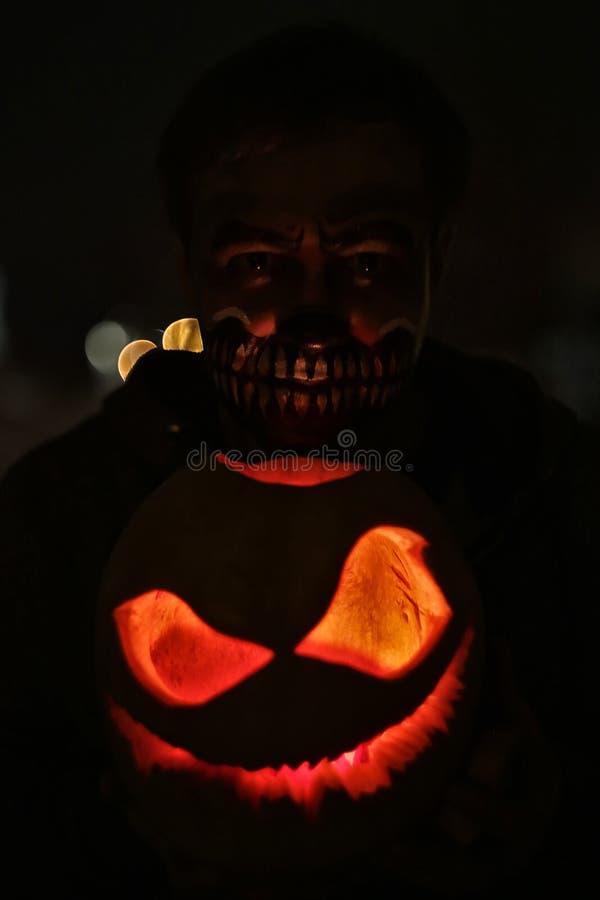 Abóbora para o mal da Jack-O-lanterna da noite de Dia das Bruxas assustador fotos de stock royalty free