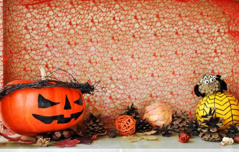Abóboras decoradas assustadores para Dia das Bruxas e a outra decoração do outono fotografia de stock