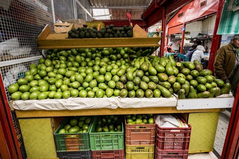 Abacate Aguacate, Paloquemao, Bogotá Colômbia foto de stock royalty free