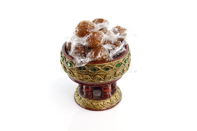 Abacaxi do fruto dos doces no isolado da bandeja do suporte no fundo branco imagem de stock royalty free