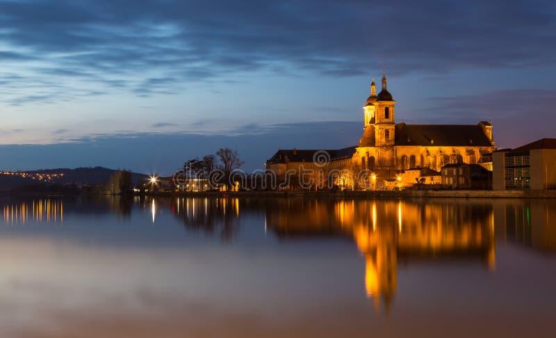 Abadía anterior de Premonstratensian en Pont un Mousson Francia en la noche foto de archivo