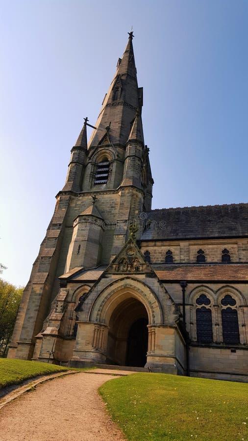 Abadía de las fuentes, opinión real de la iglesia del ` s de St Mary del jardín del agua de Studley North Yorkshire, Inglaterra foto de archivo libre de regalías