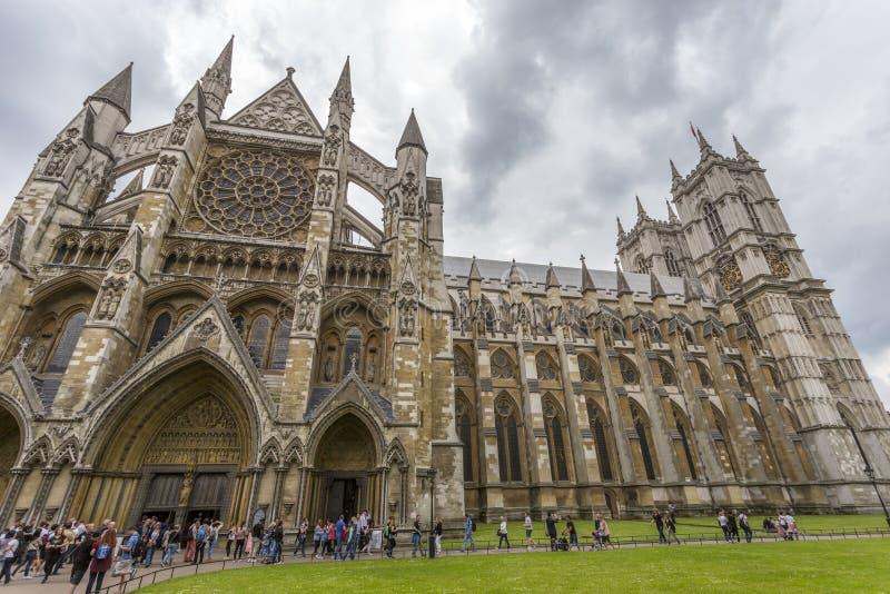 Abadía de Westminster según lo visto del camino amplio del santuario imagenes de archivo