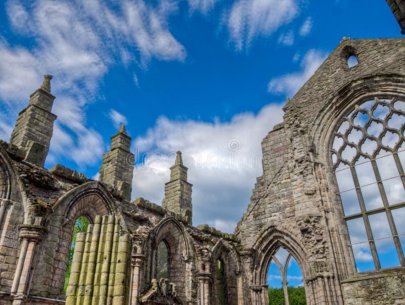Abadia abandonada no pal?cio de Holyroodhouse, Edimburgo, Esc?cia foto de stock royalty free