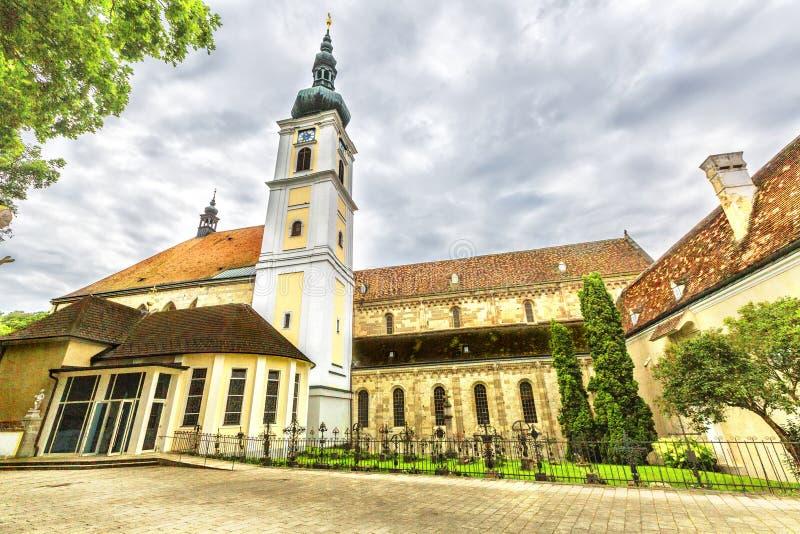 Abadia da cruz & do x28 santamente; Stift Heiligenkreuz& x29; em madeiras de Viena imagem de stock royalty free