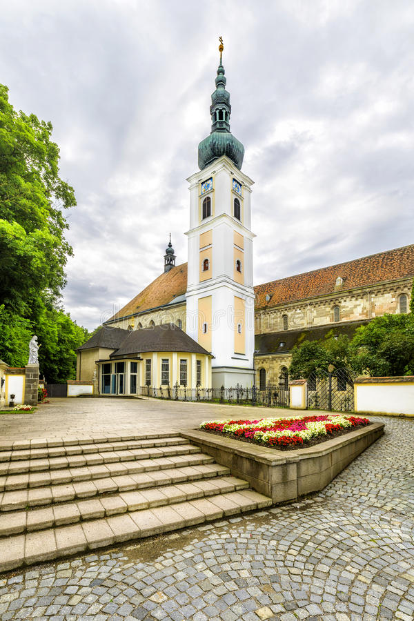 Abadia da cruz & do x28 santamente; Stift Heiligenkreuz& x29; em madeiras de Viena fotos de stock royalty free