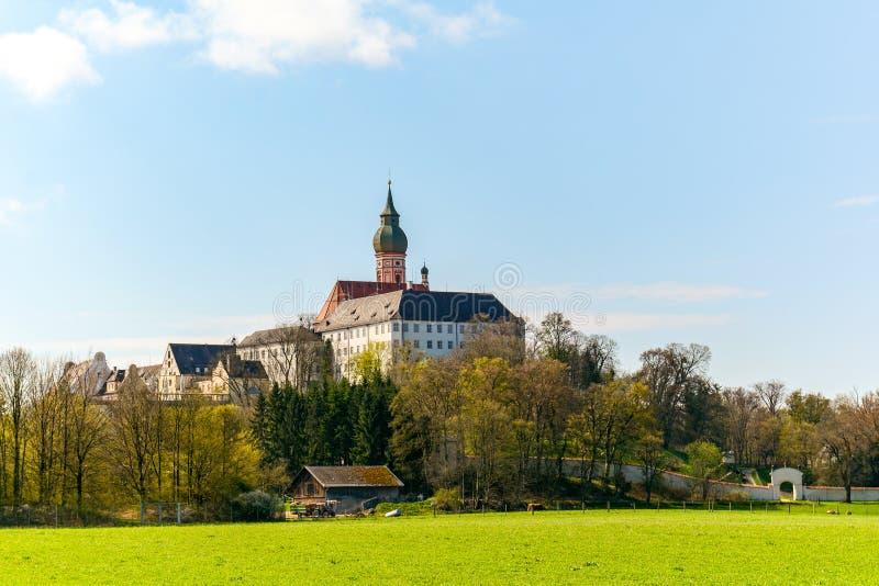 Abadia de Andechs do convento do licor beneditino no lago Ammersee perto de Munich na mola, Baviera Alemanha, Europa imagem de stock