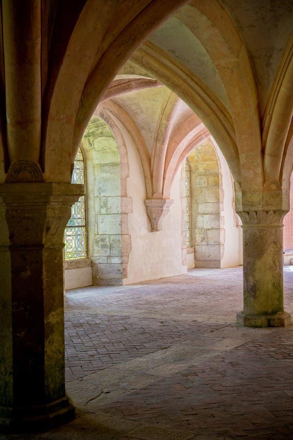 Abadia de Fontenay, Borgonha, França O interior da abadia Cistercian famosa de Fontenay, um patrimônio mundial do UNESCO situa de imagem de stock royalty free