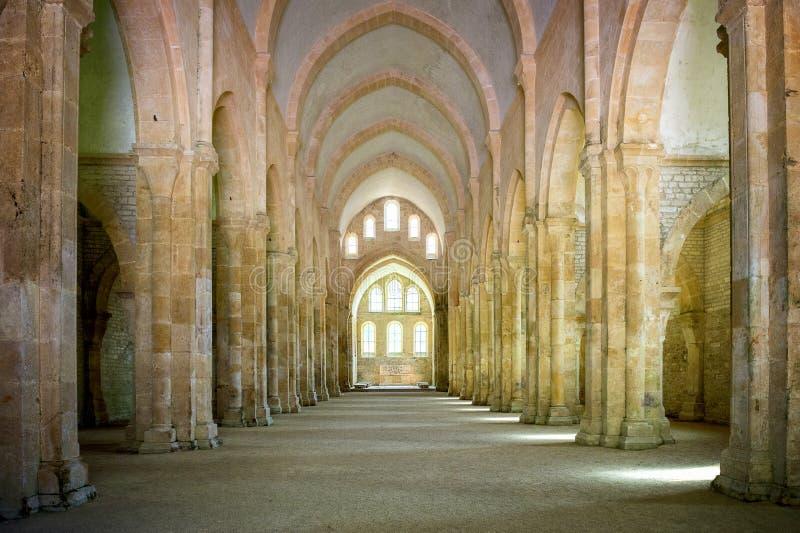 Abadia de Fontenay, Borgonha, França O interior da abadia Cistercian famosa de Fontenay, um patrimônio mundial do UNESCO situa de fotos de stock