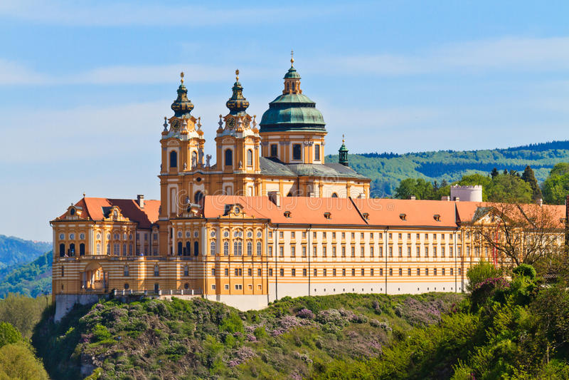 Melk - abadia barroco famosa (Stift Melk), Áustria imagens de stock royalty free