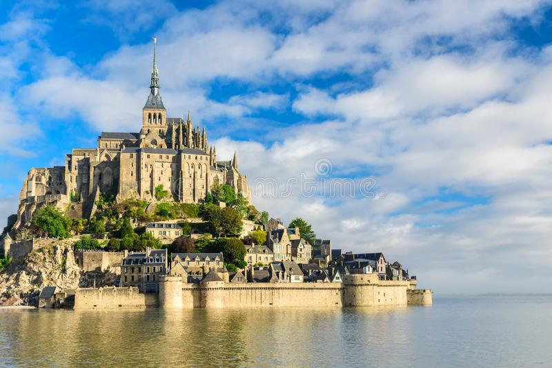 Abadia de Mont Saint Michel na ilha, Normandy, França do norte, Europa foto de stock royalty free