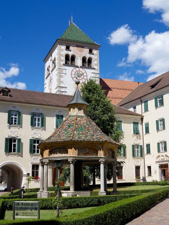 Abadia de Novacella em Tirol sul, Itália fotos de stock royalty free