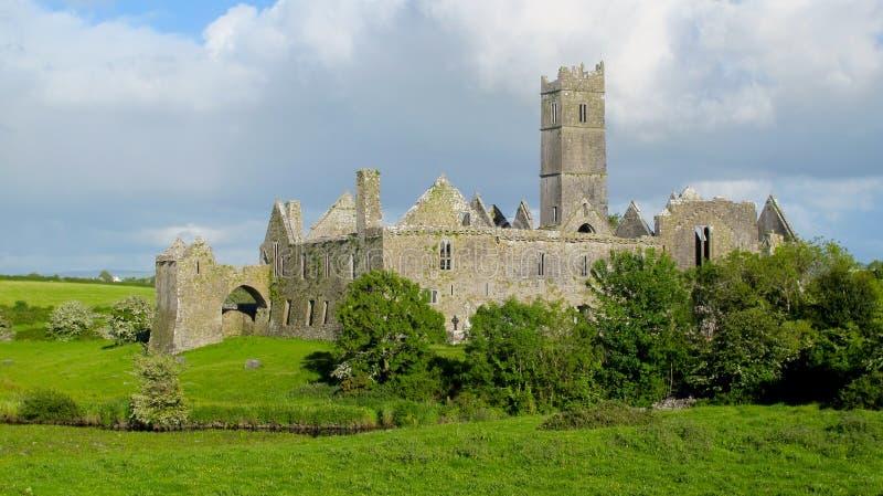 Abadia de Quin, condado clare, ireland imagem de stock royalty free