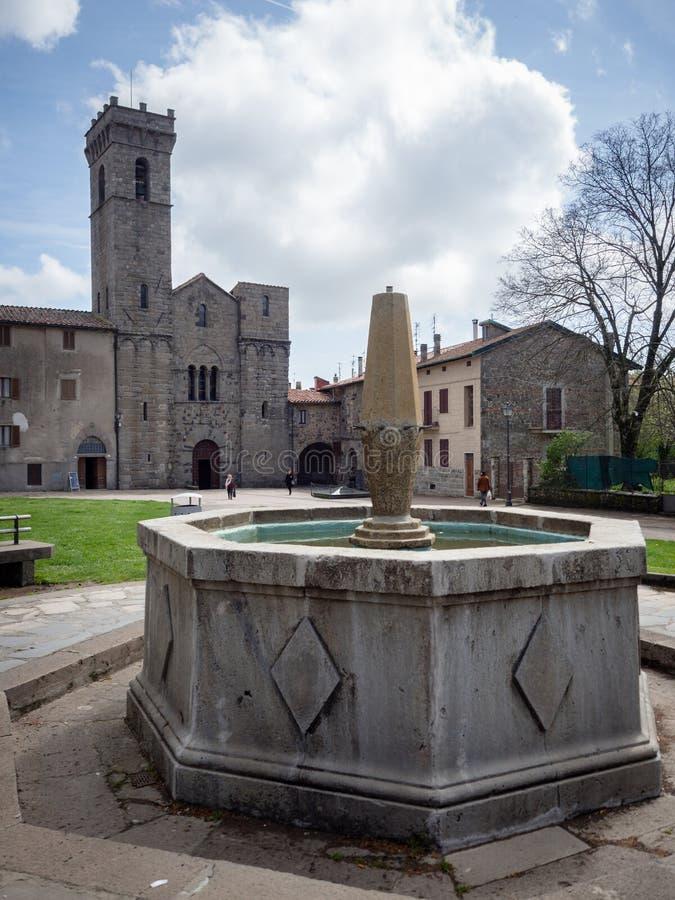 A abadia de San Salvatore ? a constru??o sagrado no estilo rom?nico em It?lia imagem de stock royalty free
