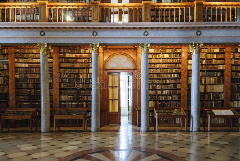 Abadia do licor beneditino de Pannonhalma Hungria Europa fotos de stock royalty free