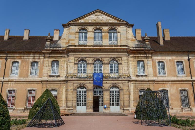 Abadia medieval no centro histórico da cidade de Cluny, França fotografia de stock royalty free