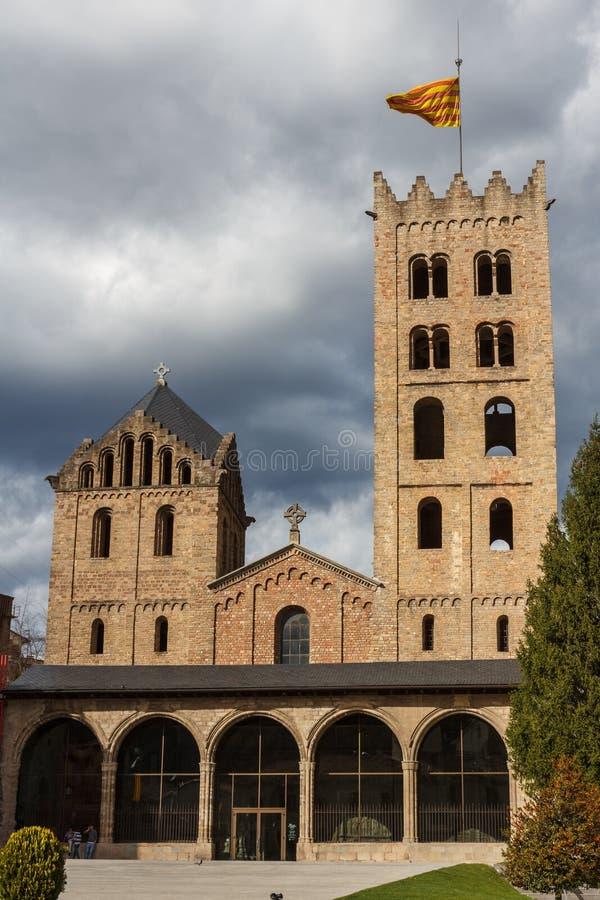 Abadia românico na cidade de Ripoll, Catalonia imagem de stock