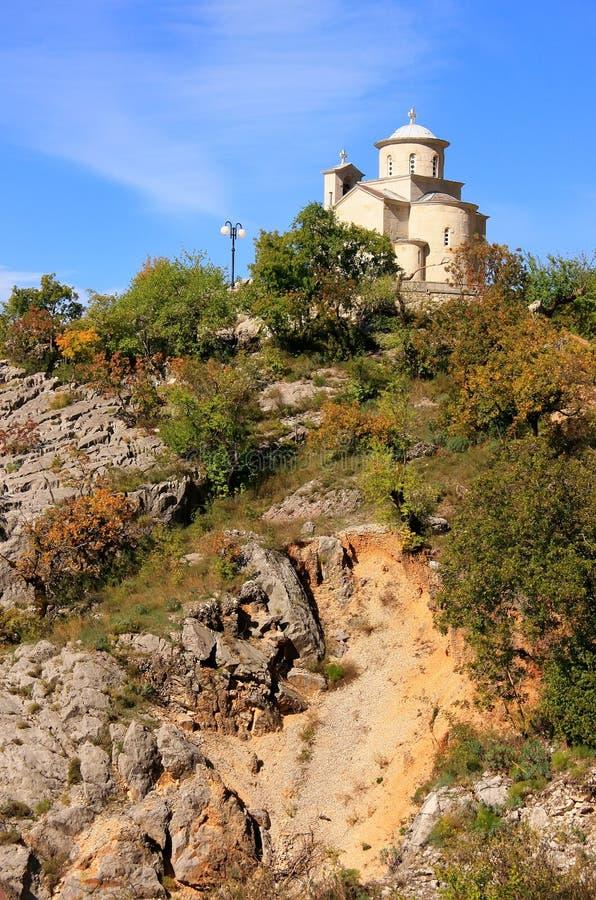 Abaissez l'église du monastère d'Ostrog, Monténégro photos stock