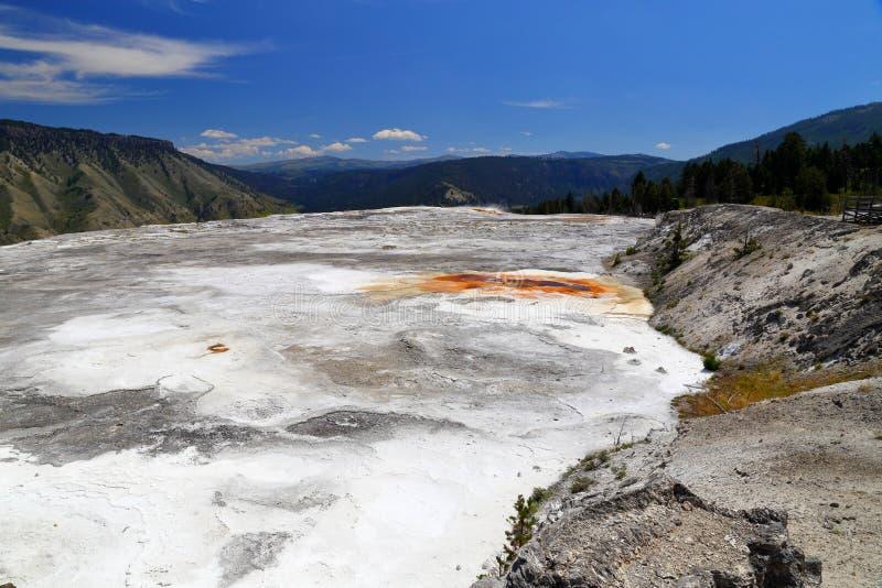 Abaixe a área dos terraços, Mammoth Hot Springs, no parque nacional Wyoming de Yellowstone, imagens de stock