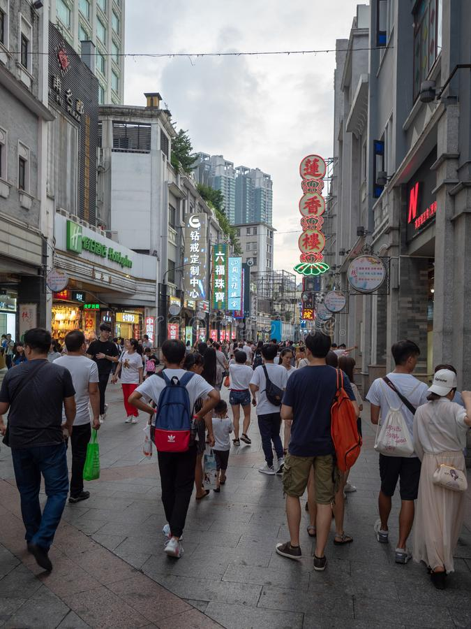 Abaixo da 9a estrada no distrito de Liwan de Guangzhou, China foto de stock royalty free