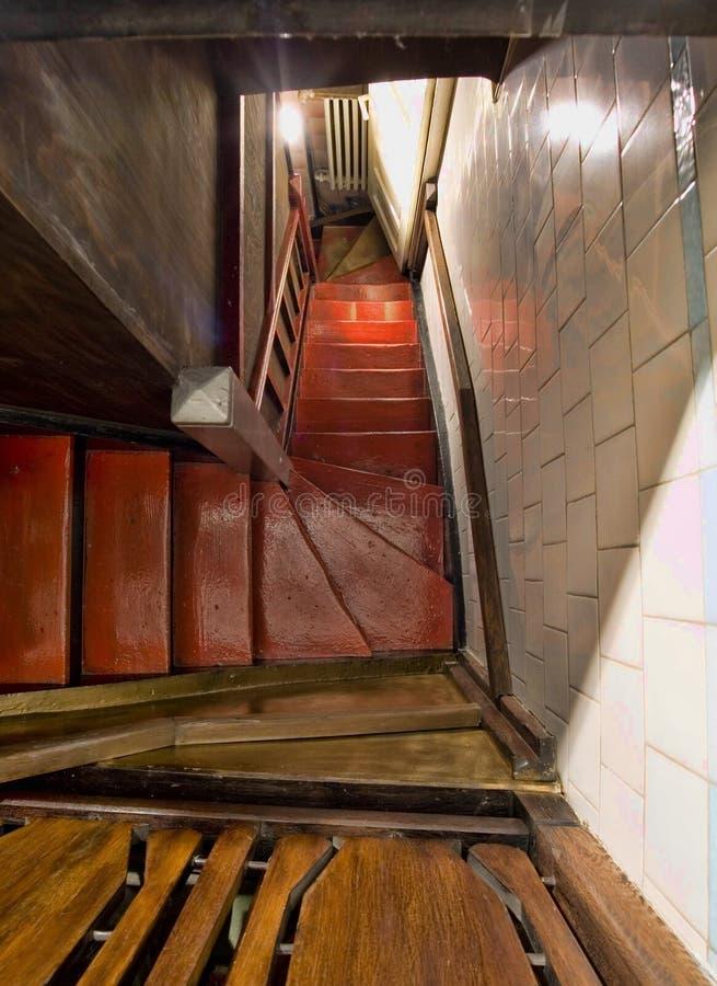Abaixo das escadas fotografia de stock