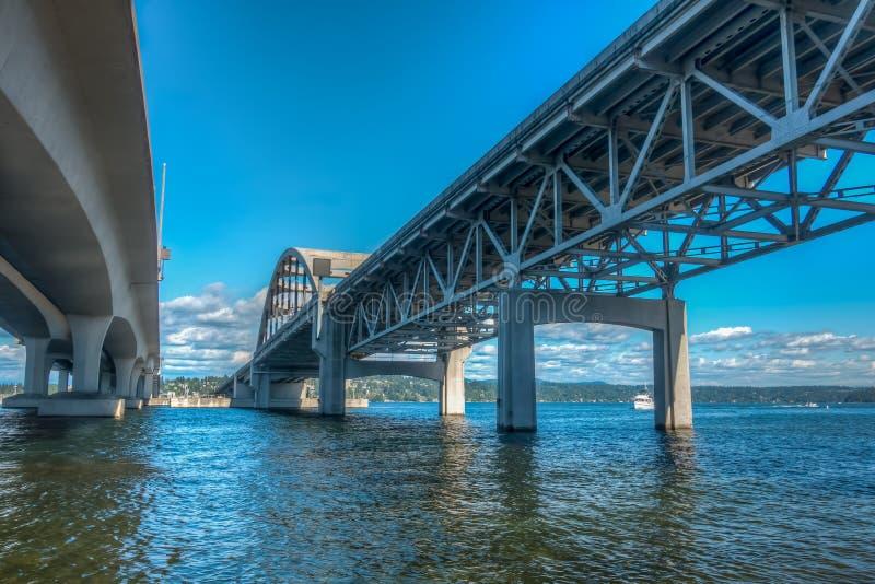 Abaixo de uma ponte HDR 3 de Seattle fotografia de stock